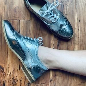 Silver lace up loafer by bucco